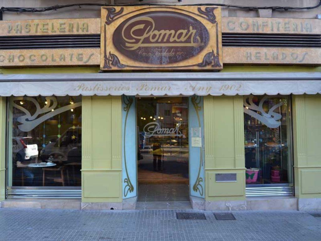 Los aprendices de Formación Dual de segundo año tuvieron la oportunidad de compartir una jornada de 3 horas con Matías Pomar, propietario de las pastelerías Pomar de Palma.