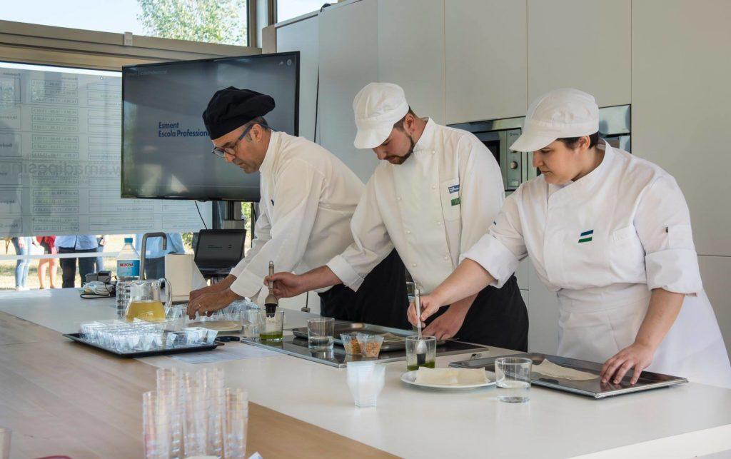 Aprendices de Formación Dual de cocina representan sus experiencias en el Congreso anual de Amadip Esment Fundación