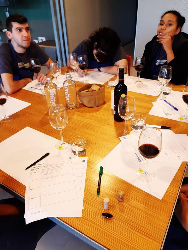 Servicio de vinos, una de las partes más valoradas de un buen servicio de bar y restaurante